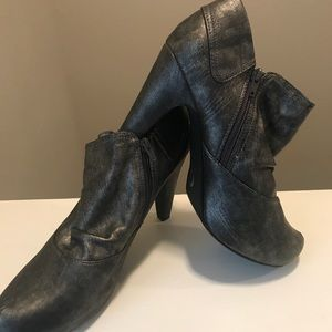 G by guess grey zip booties size 11